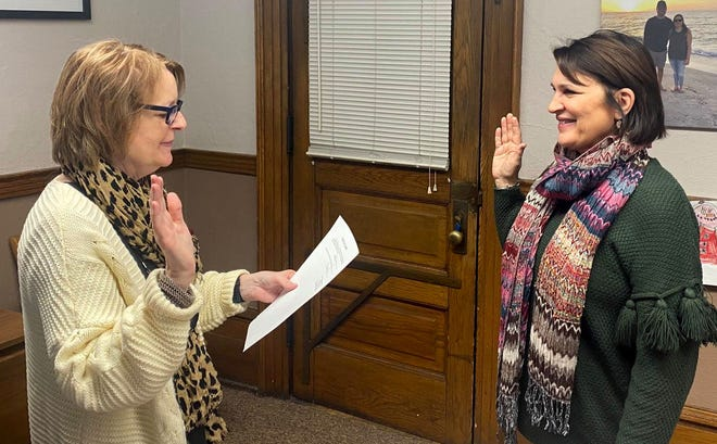 Sally Turner, right, is sworn in as the Illinois State senator for the 44th District by Logan County Clerk Theresa Moore on Monday in Lincoln. Turner replaces state Sen. Bill Brady and will serve out the final two years of Brady's term before the 2022 elections. [Provided by the Logan County Clerk]