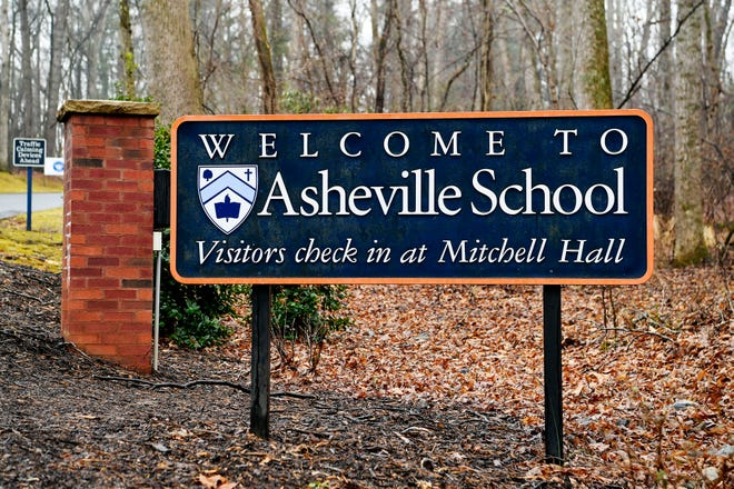 The entrance to Asheville School January 25, 2021.