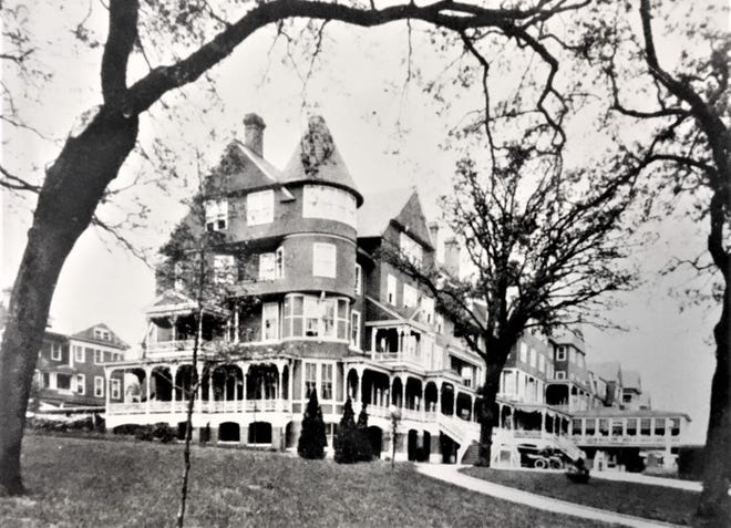 The original Bon Air Hotel opened in 1889.