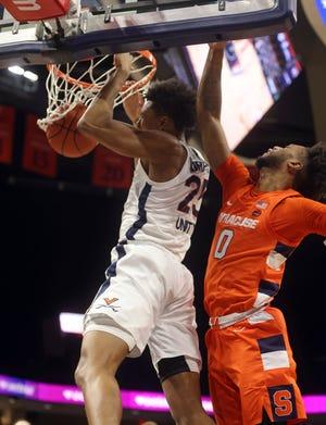 Virginia guard Trey Murphy III (25) dunks as Syracuse forward Alan Griffin defends Monday.