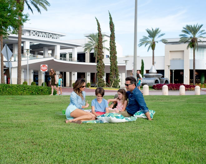 """Downtown Palm Beach Gardens is giving visitors the opportunity towin a date night at the center. From Feb. 1-14, the center will have a love wall, where the community can come and """"lock their love"""" in honor of Valentine's Day."""