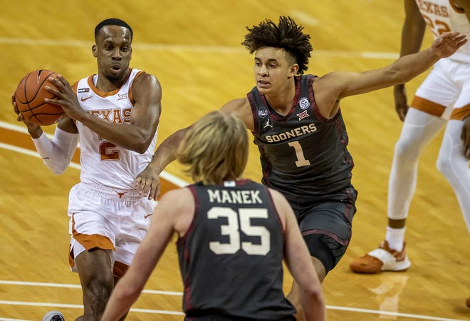 Texas Longhorns guard Matt Coleman III (2) drives the ball against Oklahoma Sooners forward Jalen Hill (1) and Oklahoma Sooners forward Brady Manek (35) in the first half during an NCAA college basketball game at the Frank Erwin Center on Tuesday, Jan. 26, 2021