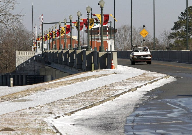 Traffic moves across the Alfred A. Cunningham Bridge in New Bern, N.C., Thursday, Jan. 18, 2018, after a winter weather system swept across the region overnight.