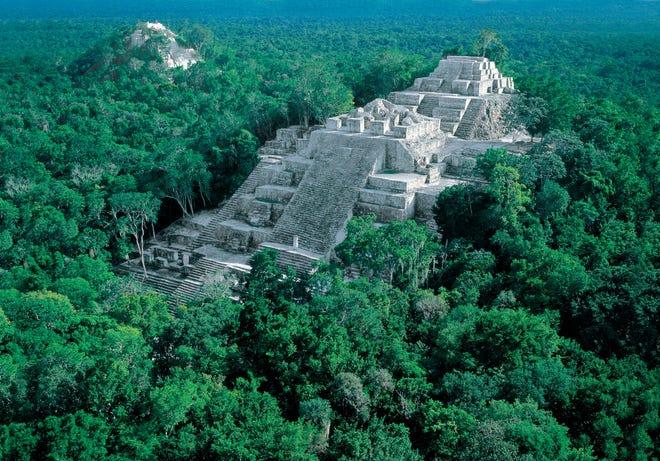 Fotografía  cedida este martes por la Secretaría de Fomento Turístico de Yucatán (México) que muestra el Palacio del enano, en la zona arqueológica de Uxmal.