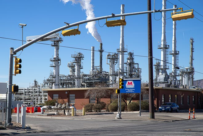 Marathon Petroleum Corp.'s oil refinery in East-Central El Paso is seeking to renew its state air permit for the first time in almost a decade.