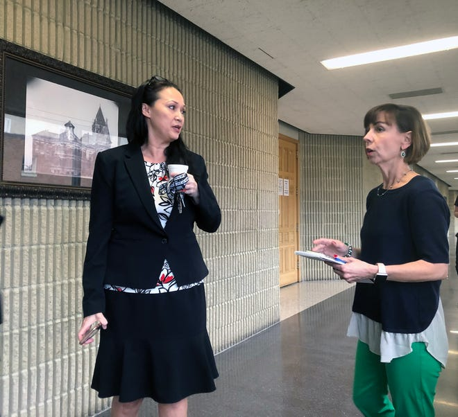Kathy Scheibmeir talks to former Grayson County Assistant District Attorney Bi Hunt in 2019.