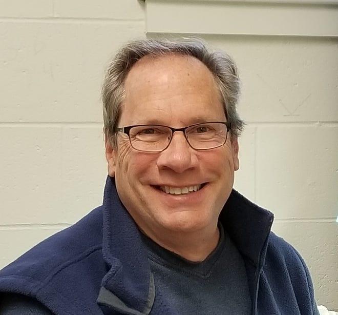 """Naturalist Steve Hale will present """"Winter Backyard Birds."""""""