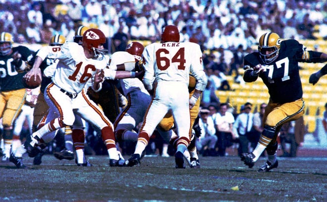 Kansas City Chiefs quarterback Len Dawson (16) looks for an opening against the Green Bay Packers during Super Bowl I on Jan. 15, 1967, in Los Angeles. The Packers defeated the Chiefs 35-21.
