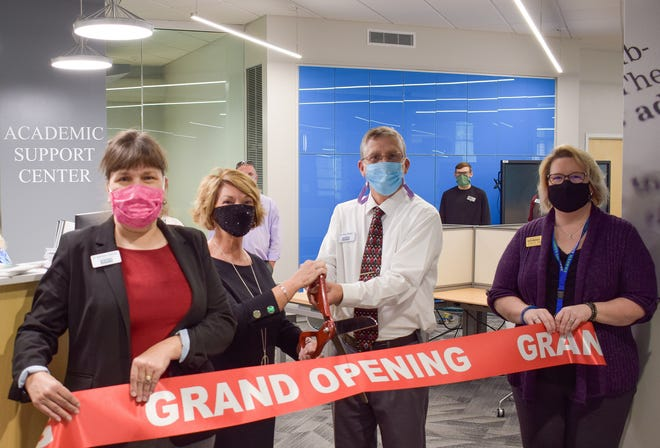 A ribbon cutting ceremony was held Jan. 21 at Craven Community College for the newly renovated Academic Support Center. [CONTRIBUTED PHOTO]