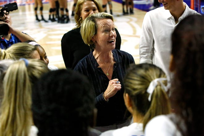 Florida coach Mary Wise led the Gators to a 21-4 season in 2020-21, including a 19-3 record in conference play.