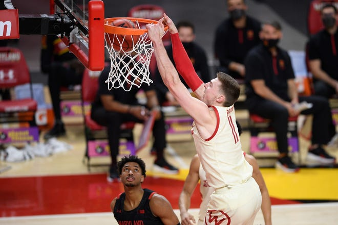 Wisconsin forward Micah Potter throws down a dunk against Maryland during the first half.