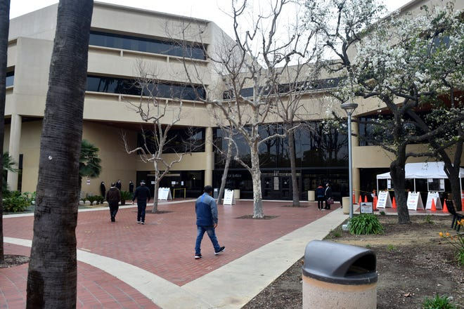 This photo shows the entrance to the Ventura County courthouse.
