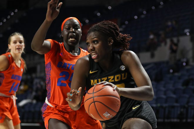 Missouri guard Aijha Blackwell (33) drives the ball against Florida during a game Thursday night at Exactech Arena in Gainesvilles, Fla.