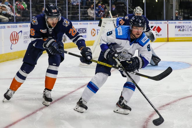 Greenville Swamp Rabbits forward Matt Wedman (26) and Jacksonville Icemen forward Mike Szmatula (9) vie for the puck during the first period of a Dec. 12 game.