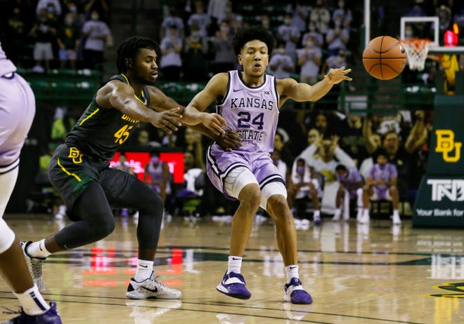 Kansas State guard Nijel Pack (24) passes the ball as Baylor Bears guard Davion Mitchell (45) applies the defensive pressure during Wednesday's game in Waco, Texas.