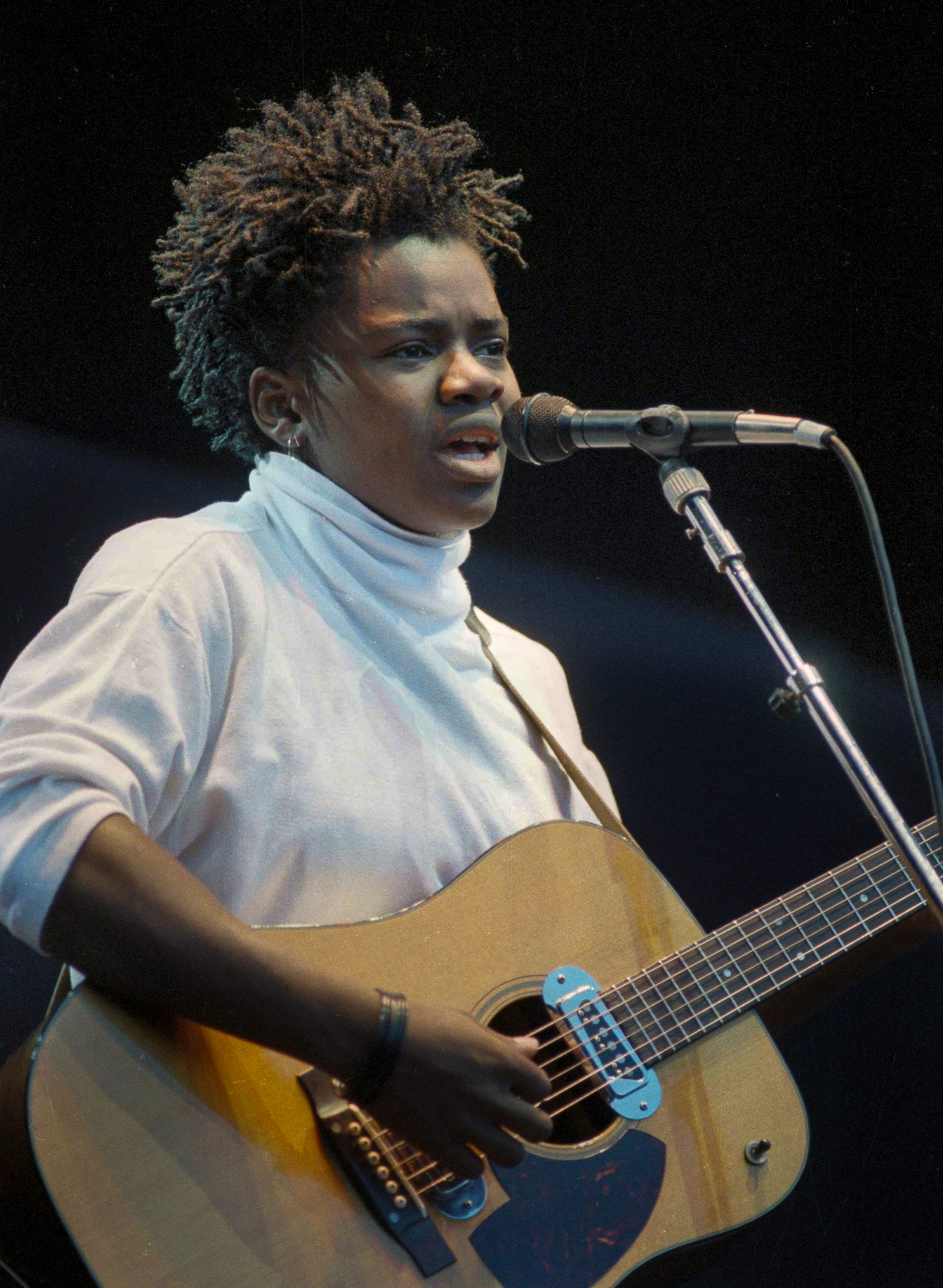 Folk singer Tracy Chapman sings at Wembley Stadium, London, at the opening of a global rock tour for human rights by Amnesty International, Sept. 2, 1988.