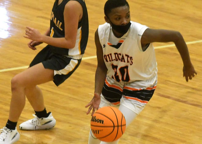 New Hanover's #30 Andrehya Shuford drives to the basket as New Hanover took on Topsail Friday Jan. 29, 2021 at Williston Middle School in Wilmington, N.C. Hanover beat Topsail 46-36. [KEN BLEVINS/STARNEWS]