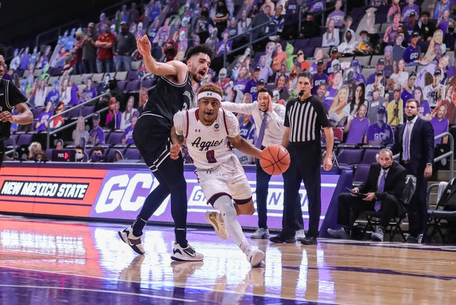 C.J. Roberts (0) works his way to the hoop as New Mexico State University faces off against Grand Canyon University in Phoenix on Friday, Jan. 29, 2021.