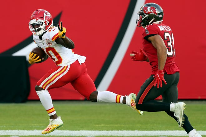 Chiefs wide receiver Tyreek Hill beats Tampa Bay strong safety Antoine Winfield Jr. on a 75-yard touchdown reception in late November.