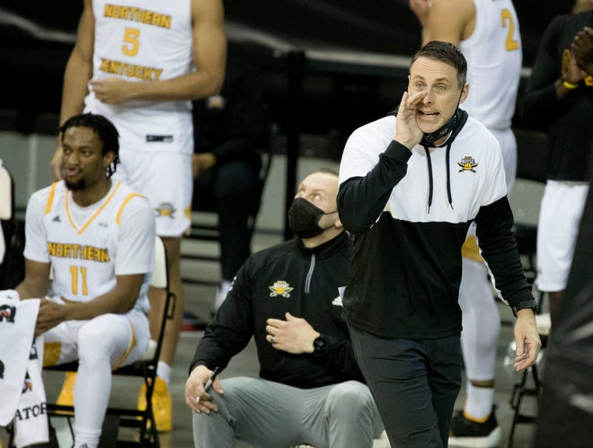 Northern Kentucky Norse head coach Darrin Horn speaks to his players in the second half of the NCAA men's basketball game between the Northern Kentucky Norse and the Illinois-Chicago Flames on Sat. Jan. 30, 2021, at BB&T Arena in Highland Heights, Ky.