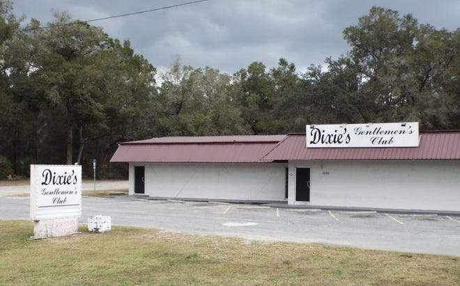 Volusia County sheriff's investigators said a customer of Dixie's Gentlemen's Club died after a fight on Saturday night. The man was found dead in the parking lot of the adult entertainment club.