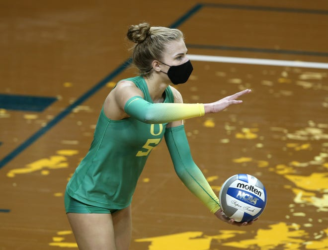 Oregon's Brooke Nuneviller is the Pac-12 Conference's offensive and defensive player of the week.