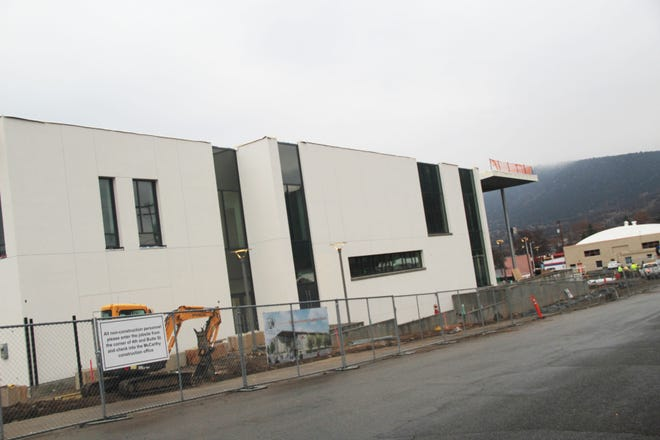 Work is continuing on the new courthouse in Yreka.