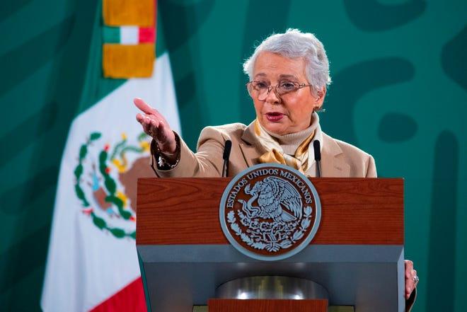Fotografía cedida este lunes, por la presidencia de México, de la secretaria de Gobernación, Olga Sánchez Cordero, durante una rueda de prensa en Palacio Nacional de Ciudad de México.
