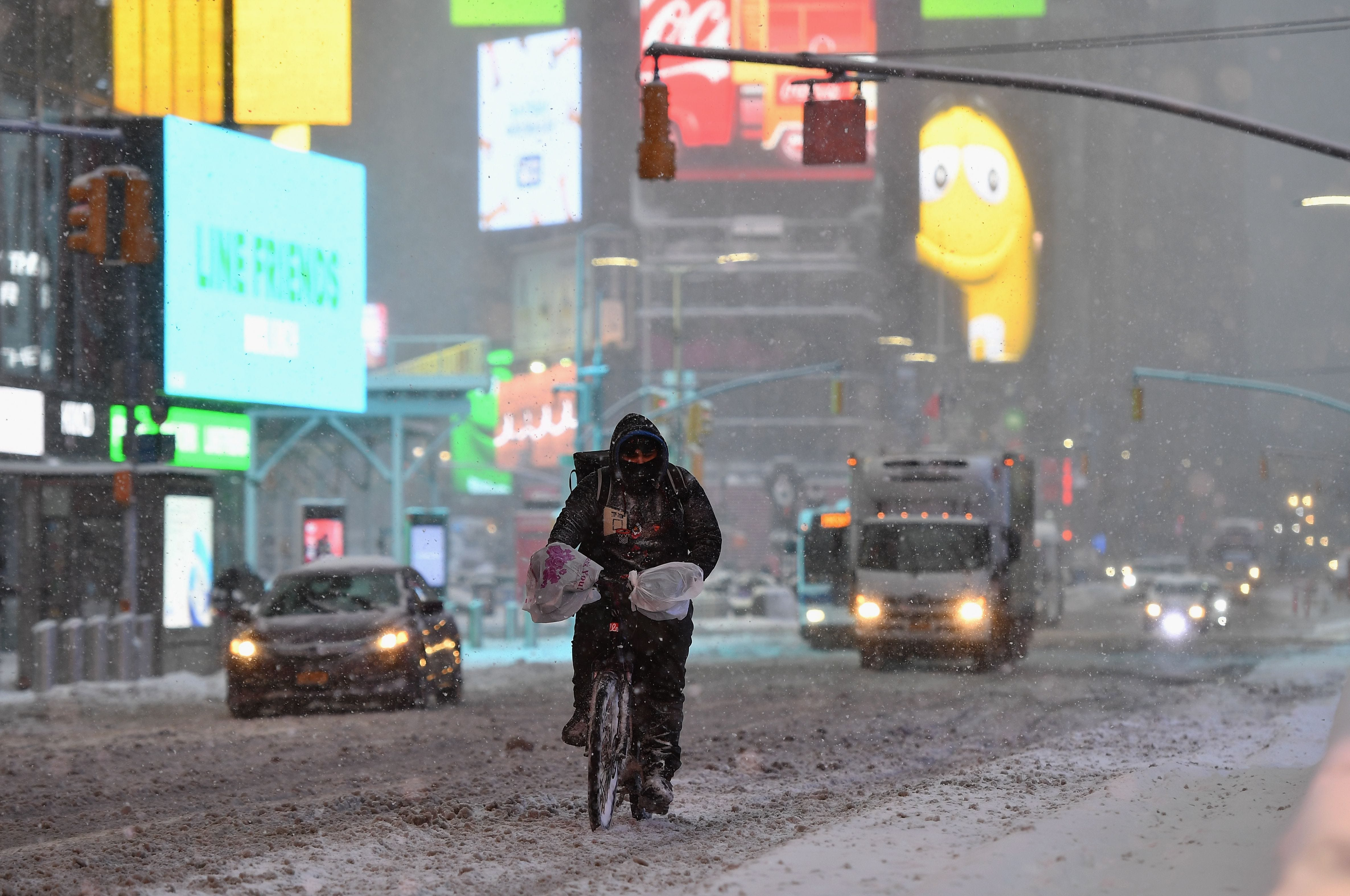 Winter storm: LaGuardia Airport closes, 1,600+ flights canceled throughout East Coast