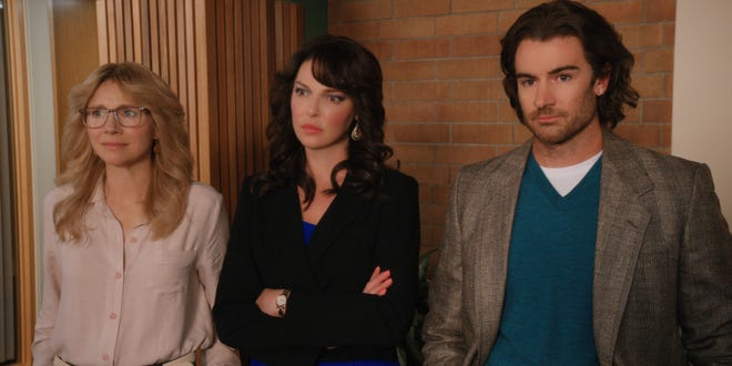"""Kate (Sarah Chalke), Tully (Katherine Heigl) and Ryan (Ben Lawson) don 1970s and 1980s style in flashbacks on """"Firefly Lane."""""""
