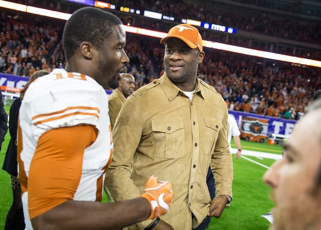 Texas defensive back Davante Davis speaks with Vince Young after the Longhorns beat Missouri in the Texas Bowl in Houston on Dec. 28, 2017.