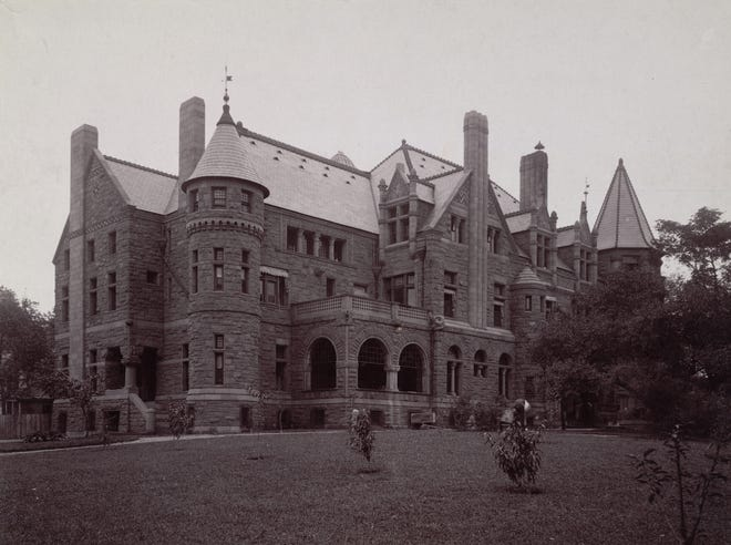 The home of financier Sylvester T. Everett, at Euclid Avenue and East 40th Street, was one of the largest mansions on Cleveland's Millionaires' Row.