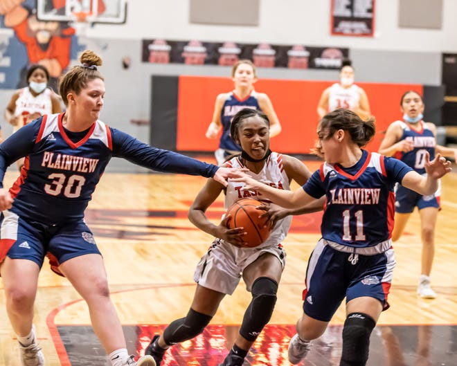 Tascosa defeated Plainview 59-57 in a District 3-5A matchup Tuesday evening. [Tom Carver/for the Amarillo Globe-News]