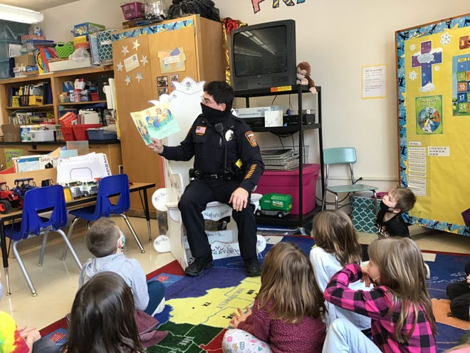 Officer Rasicot reads to the group