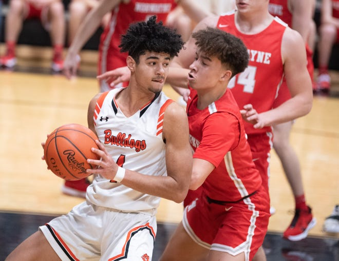 Dalton's Jalen Wenger and Norwayne's Isaiah Portis go at during the regular season. Dalton and Norwayne will be on the hunt for district titles in the playoffs.