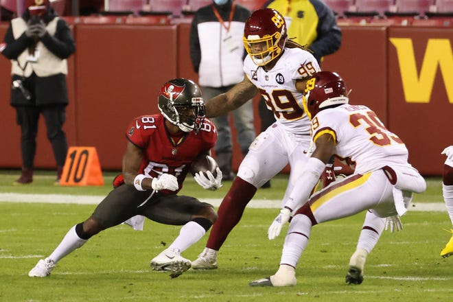 Tampa Bay Buccaneers wide receiver Antonio Brown (81) runs with the ball. [GEOFF BURKE/USA TODAY Sports]