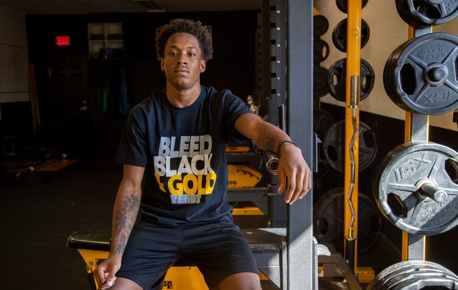 Bishop Verot football player Chris Graves will announce his college decision on July 9.