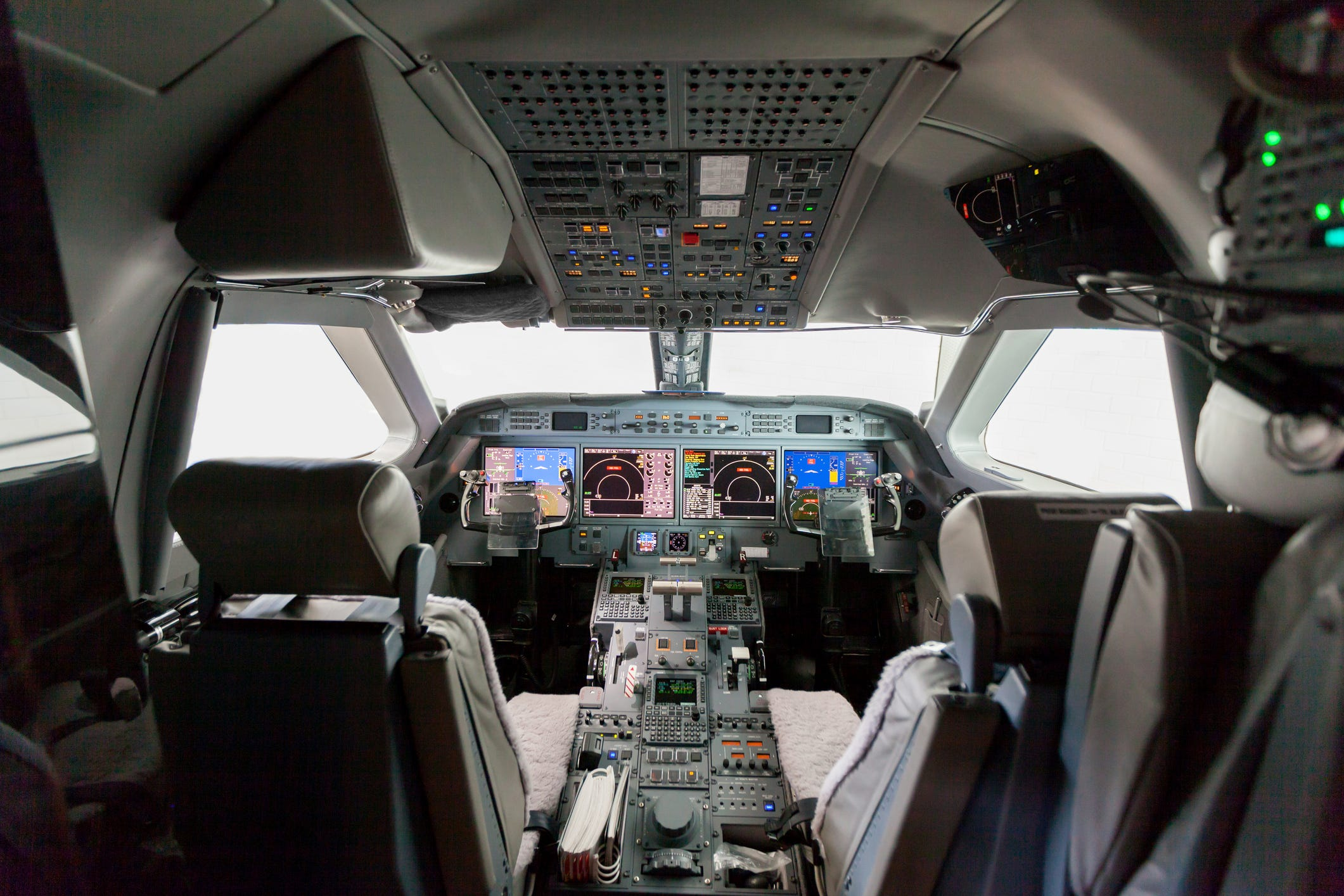 Ask the Captain: Who s allowed to ride in the cockpit jumpseat? Does the FAA  own  it?