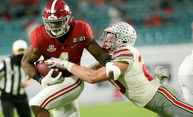 Alabama running back Brian Robinson Jr. tries to get past Ohio State linebacker Pete Werner during the Crimson Tide's national championship game victory Jan. 11. The Tide topped the Buckeyes in recruiting, too.