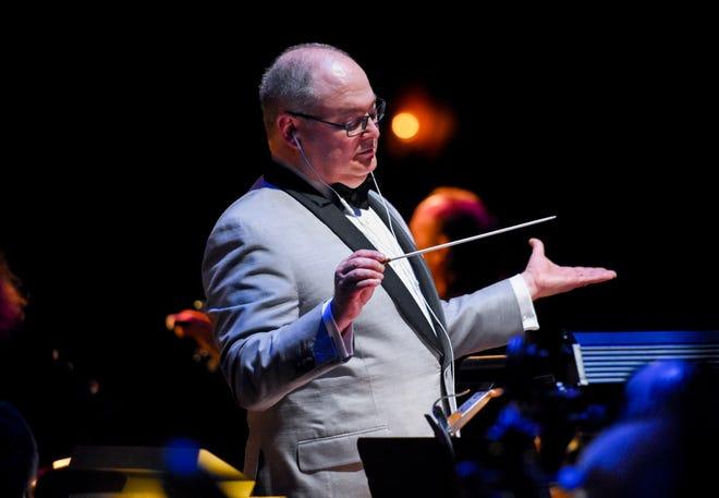 Conductor Stuart Chafetz conducting the Columbus Symphony pre-pandemic.