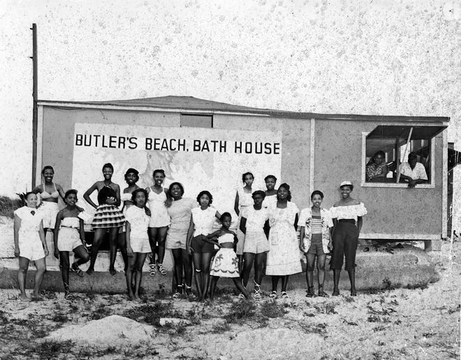 Visitors pose in front of the bath house at Butler Beach, south of St. Augustine, in the 1950s.