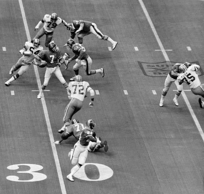 Randy White (54) and Harvey Martin (79) along with Ed Jones (72), all of Dallas, are closing in on Denver quarterback Craig Morton during action of Super Bowl XII in New Orleans, La., Jan. 15, 1978. White and Martin shared Most Valuable Player honors. Other players are Mike Montier (52) and Andy Maurer (74) of Denver. (AP Photo)