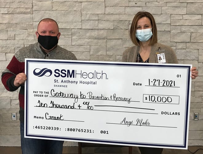 SSM Health St. Anthony Hospital – Shawnee recently awarded Gateway to Prevention & Recovery a $10,000 grant for their ongoing work to reduce the number of opioid overdoses in Pottawatomie County