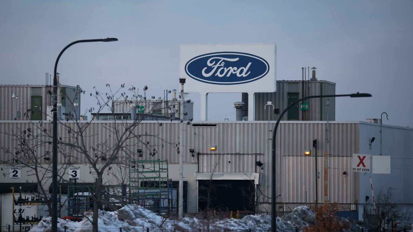 Ford UAW hourly workers earn $3,625 profit-sharing checks amid 2020 earnings dip - Detroit Free Press
