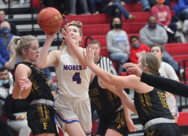 Moberly freshman Asa Fanning splits the seams of a pair of Fulton defenders Friday as Fanning makes her way toward the rim. Fanning scored seven points during the Lady Spartans 51-32 Winter Homecoming loss to the Hornets.
