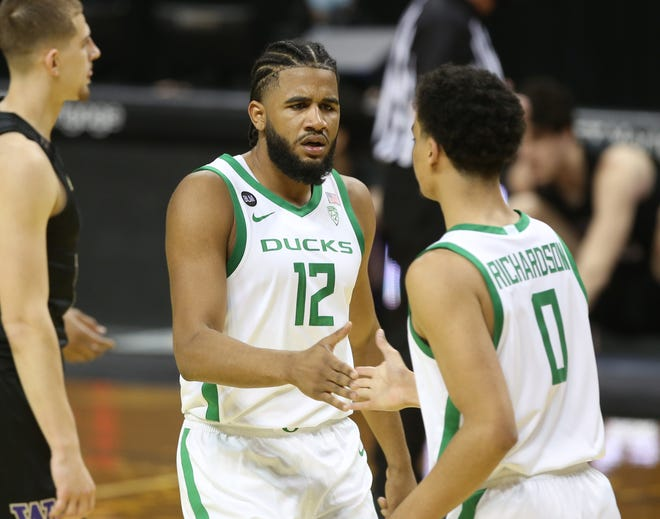 Oregon's LJ Figueroa (12), Will Richardson (0) and the rest of the Ducks will play four games in seven days beginning with Thursday's game at Stanford.