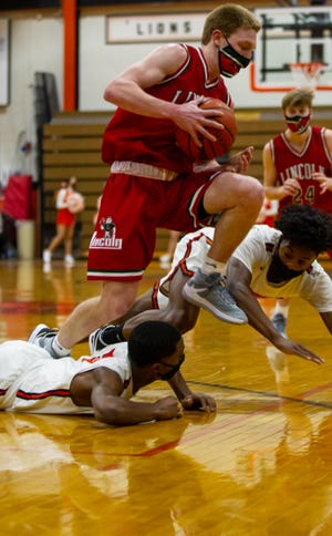 Lincoln's Dylan Singleton worked his way around the Lanphier defense for a game-high 26 points. [JASON JOHNSON/Special to The State Journal-Register]