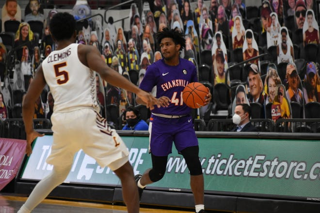 Samari Curtis made a pair of 3-pointers Saturday against Loyola