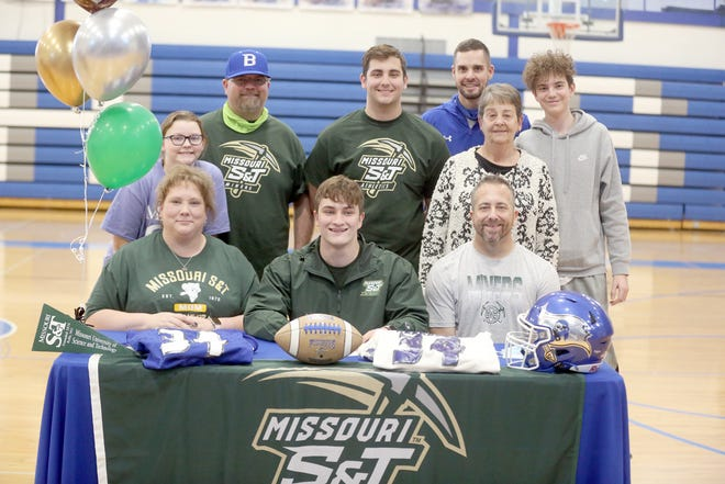 Boonville senior Andrew Wiser signed a football letter of intent last Wednesday with Missouri S&T in Rolla. On hand during the signing were (left to right) Jennifer Kirchner, Andrew Wiser and Paul Wiser. (back row, left to right) Ellise Kirchner, Chad Kirchner, Samuel Wiser, Martha Wiser, head coach Greg Hough and William Wiser.