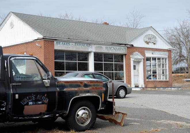 The Orleans Select Board voted last week to rescind its decision from January not to renew an Auto Class 2 license for Tedd's Garage. The board said it will take the matter under advisement.